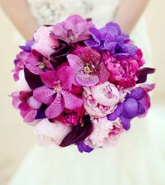 Resultado de imagen de ramos de novia orquideas Orchids, Raspberry, Purple, Cinderella, Flowers, Plants, Wedding, Color, Bridal Gowns