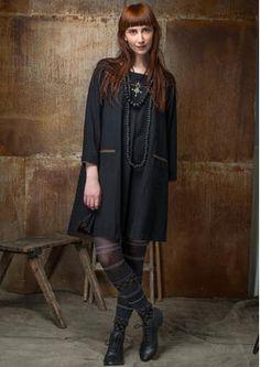 Gudrun Sjödens Herbstkollektion 2015 - Dieses Kleid mit dekorativer Knopleiste im Nakcen besticht durch seine schöne Weite. Bstelle jetzt dein einfarbiges Kleid aus Baumwolle/Modal: http://www.gudrunsjoeden.de/mode/produkte/kleider/einfarbiges-kleid-aus-baumwolle/modal