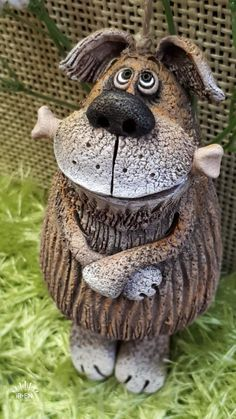 Ceramic Painting, Ceramic Art, Ceramic Pottery, Pottery Art, Clay Art Projects, Paper Mache Crafts, Pottery Classes, Ceramic Animals, Clay Figures