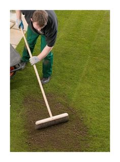 First lets start by explaining the reasons why we need to put top dressing on the garden lawn, top dressing is mainly used to level out an un-even lawn.