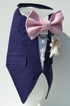 Navy Tuxedo Linen Boy Dog Harness DETAILS - Trendy boy dog harness made in navy linen fabric (Tux and bow tie can be made in other colors and other fabrics upon request) - Adorable pink bow tie - D-ring for easy leash hook-up - Seashell boutonniere made from scratch! - Faux pockets and