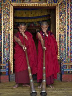 Two Monks Blow Long Horns Called Dung-Chen, at the Temple of Wangdue Phodrang Dzong (Fortress) Fotografie-Druck von Nigel Pavitt bei AllPosters.de