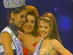 Denise Floreano Coloca la anda de Miss Veenzuela 1995 a Alicia Machado.. quien sin duda fue el Batacazo de la Noche final del  Miss Venezuela 1995, by Antoni Azocar..
