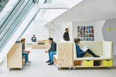 WFP Innovation Accelerator Offices – Munich. Non profit organisation. Collaboration. Breakout. Flexible furniture. Seats on wheels. Angled facade windows.