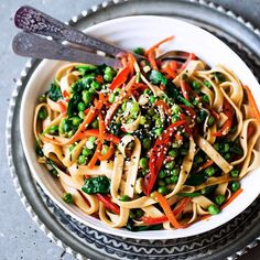 Veggie Lo Mein With Garlic Ginger Sauce via @feedfeed on https://thefeedfeed.com/vegan-lunch/thedreamyleaf/veggie-lo-mein-with-garlic-ginger-sauce