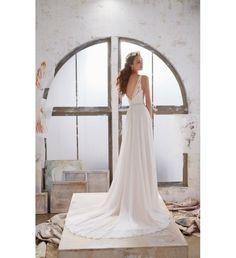 Szukasz wyjątkowej, eleganckiej a zarazem oryginalnej sukni ślubnej? Sprawdź model sukni Mori Lee 5505 BLU