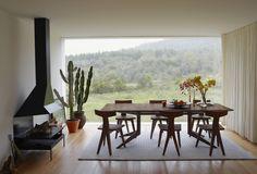 De La Espada's Light Extending Table, designed by Matthew Hilton. Photo courtesy of De La Espada