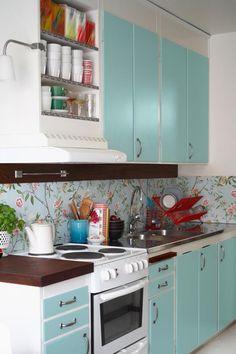 Colorful Kitchenware - Best Kitchen Paint Colors - Ideas for Kitchen Colors Kitchen Lighting Design, Kitchen Lighting Fixtures, Light Fixtures, Kitchen Colour Schemes, Kitchen Colors, Kitchen Tiles, Kitchen Cabinets, Kitchen Paint, Diy Kitchen