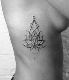 35 Stunning Side Tattoos For Girls | Side Tattoo Designs