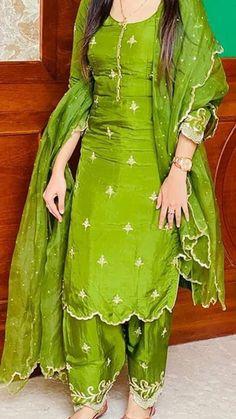 Punjabi Suits Party Wear, Pakistani Fashion Party Wear, Indian Party Wear, Pakistani Dress Design, Pakistani Outfits, Party Suits, Designer Punjabi Suits Patiala, Punjabi Suits Designer Boutique, Boutique Suits