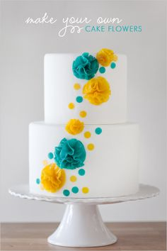 Edible Cake Flowers via The Wedding Chicks