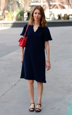 US director Sofia Coppola poses during the photocall before Chanel fall/winter Haute Couture collection show in Paris on July / AFP PHOTO / Patrick KOVARIK Anna Wintour, Sofia Coppola Style, Taurus, Fashion Week, Fashion Outfits, Instagram Outfits, Couture Week, Western Outfits, Couture Collection