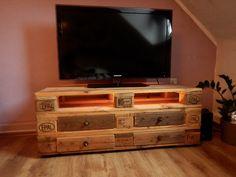 Mein selbstgebautes TV-Regal aus Paletten. Mit ausziehbaren Schubladen und Licht.  Do it yourself / Doityourself / DIY / Schlafzimmer / Wohnzimmer / Regal / Deko / Living / Home / Holz /  Wood / Heimwerker / aus alt macht neu