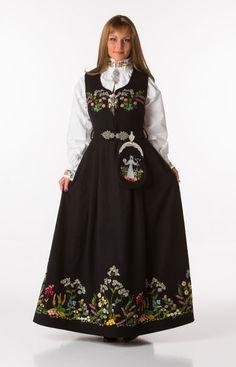 Bilderesultat for oslo festbunad Folk Fashion, Fashion Art, Womens Fashion, Costumes Around The World, Fashion Terms, Medieval Dress, Folk Costume, Knitting Accessories, Traditional Outfits