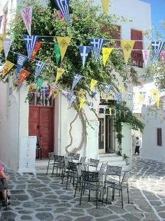 Matoyianni Street~Shopping, bars, Greek food in town