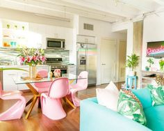 Home Staging Tips and Ideas - Improve the Value of Your Home Best Interior, Interior Design, Colorful Apartment, Sala Grande, Home Staging Tips, Gravity Home, Apartment Design, Apartment Therapy, Studio Apartment