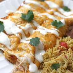 Ranch Chicken Enchiladas Boneless Skinless Chicken Breasts 1 package chicken taco seasoning 1 package ranch dry salad dressing ½ cup bottled ranch ½ cup salsa 2 cups shredded cheddar cheese 1 can chicken broth 1 package white flour tortillas I Love Food, Good Food, Yummy Food, Tasty, Ranch Chicken Enchiladas, Cheese Enchiladas, Mexican Enchiladas, Chicken Nachos, Lasagna