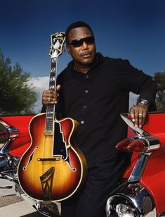 Legendary singer, songwriter and guitarist George Benson is returning to Las Vegas for a special performance at the Sunset Amphitheater at Sunset Station on Jazz Guitar, Cool Guitar, Smooth Jazz Artists, Singing Techniques, All About Jazz, Archtop Guitar, Acoustic Guitars, Pop Rock, Music Icon