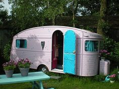 with a heart. In this even I'd go camping. Reminds me of the Long, Long Trailer with Lucille Ball. Trailers Vintage, Caravan Vintage, Vintage Rv, Vintage Caravans, Vintage Pink, Wedding Vintage, Vintage Style, Vintage Items, Old Campers