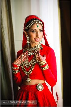 Wedding Indian Look 31 Super Ideas Indian Wedding Gowns, Indian Bridal, Indian Dresses, Indian Outfits, Wedding Dresses, Wedding Outfits, Red Outfits, Sikh Wedding, Indian Clothes