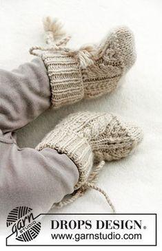 Pantuflas de punto para bebé con torsadas y resorte. Tallas 1 mes – 4 años. Las piezas están tejidas en DROPS Lima.