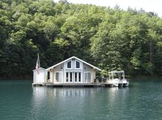 From Fontana Lake to the Intracoastal Waterway, these floating cabins in North Carolina take 'staying on the water' to a whole other level. They are one of the best answers to the question, what to do in North Carolina? South Carolina, North Carolina Cabins, North Carolina Vacations, North Carolina Mountains, Fontana Lake, Stay Overnight, Floating House, Floating Boat, Just Dream