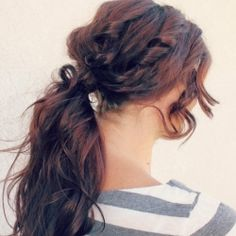 Sometimes we just have to throw our hair up in a ponytail. Why not make it cute? This tutorial shows you how to create a boho chic ponytail!