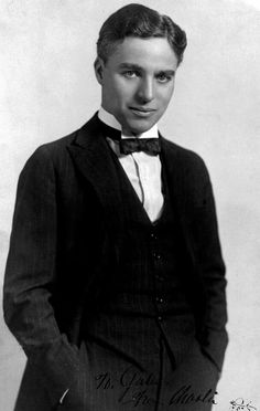 We all know Charlie Chaplin as a silent-film clown, but did you know that he actually looked completely different under his makeup? Vevey, Silent Screen Stars, Silent Film Stars, Movie Stars, Charlie Chaplin, Famous Mustaches, Charles Spencer Chaplin, Original Movie, British Actors