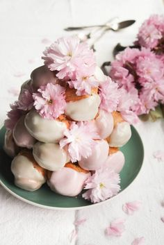 Delicate Desserts for a Spring Wedding