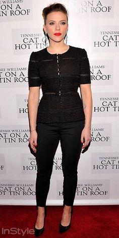 Scarlett Johansson, yeni oyunu Cat on a Hot Tin Roof`un açılışına Dolce ceketini klasik stiletto ve pantolonla kombinledi.