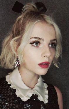 Lucy Boynton shared by Perrieeele on We Heart It Makeup Vs No Makeup, Makeup Inspo, Makeup Inspiration, Makeup Looks, Hair Makeup, Beauty Make-up, Beauty Hacks, Hair Beauty, Lucy Boynton