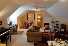 If there is an extra room in your lovely home, as opposed to ignoring it, you can turn it right into a location that has a specific feature. That's the reason you need to look for outstanding bonus room ideas. Below are some of the top picks. Bonus Room Bedroom, Bonus Room Office, Bonus Rooms, Extra Rooms, Guest Room, Bonus Room Design, Small Room Design, Family Room Design, Family Rooms