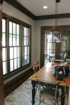 Beige walls with wood trim paint colors for walls with wood trim what color Home Decor Wall Art, Home Decor Bedroom, Living Room Decor, Trim Paint Color, Wall Paint Colors, Apartment Bar, Apartment Living, Painting Wood Trim, Dark Wood Trim