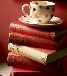 Libros y taza