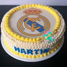 Torta Real Madrid Realiza tu pedido por; WhatsApp: 3058556189, fijo 8374484  correo info@amaleju.com.co Síguenos en Twitter: @amaleju / Instagram: AmaLeju Torta Real Madrid, Cupcakes, Birthday Cake, Twitter, Desserts, Instagram, Food, Themed Cakes, Deserts