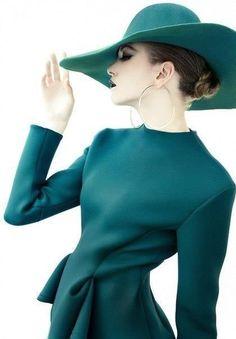 Zum verlieben! Das dunkelste Grün des Sommer Farbtyps: Nilgrün / Teal (Farbpassnummer 34) Kerstin Tomancok Farb-, Typ-, Stil & Imageberatung