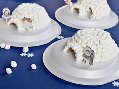 Every winter my kids want to build an igloo outside. And every year, we fall… Igloo Building, Building For Kids, Preschool Crafts, Diy Crafts For Kids, Easter Crafts, Igloo Craft, Polo Norte, Candy House, Beste Tattoo