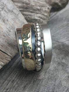 Idylliz; brede zilveren ring met goud en pareldraad.