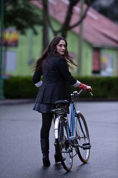 Celebrity Bike Style: Kat Dennings