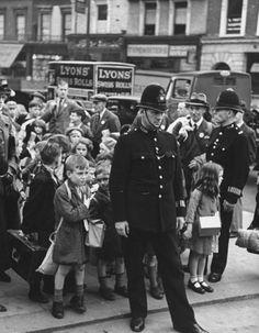 London at War - 1939 Evacuees London Police
