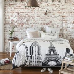 camera da letto parete mattoni 55