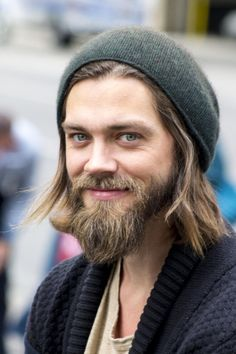 Tom Payne Jesus on Walking Dead was killed Jesus The Walking Dead, Walking Dead Actors, Walking Dead Cast, Tom Payne, Daryl Dixon, Dead And Company, Style Masculin, Fandoms, Chris Hemsworth