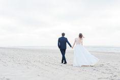 EMANUEL HENDRIK | Body: Sparkle - Rock: Tailor  | Model: Johanna Vorrath | Fotograf: Laboda | Hochzeitskleid / Wedding Dress - Hochzeit / Wedding - Düsseldorf & München / Duesseldorf & Munich - Handgefertigt / Handmade - Holland - Zeeland - Strand / Beach - Body - Spitze - Rock - Pärchen / Couple - Strandhochzeit / Beach Wedding