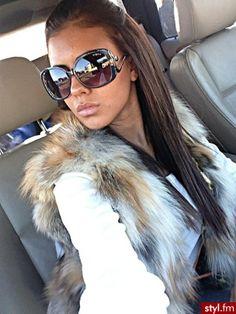 fur vest, long brunette hair, huge sunglasses, nude lips <3 LOVE