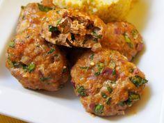Pieczone kotlety są zdrowsze niż smażone i bardzo smaczne. Dodatek szpinaku i sera feta nadał im smaku.