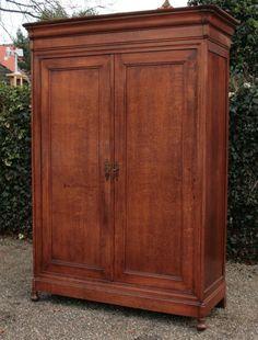 Meer dan 1000 idee n over antieke kast op pinterest kleerkasten antieke meubels en kasten - Antieke stijl badkamer kast ...