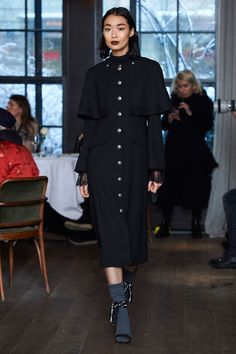 See the complete Cinq à Sept Fall 2017 Ready-to-Wear collection.