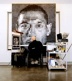 chuck close in his studio. i served chuck close when i worked at perry st in nyc. Artist Art, Artist At Work, Chuck Close Art, Photorealism, Hyperrealism, Art Plastique, Famous Artists, Art Studios, Art History