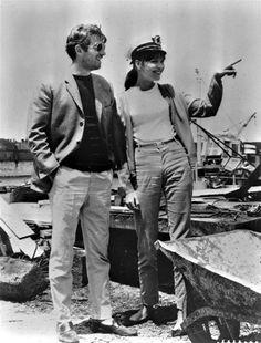 """On ne peut pas dire : """"Au clair de la lune, mon ami Ferdinand...""""_  Jean-Paul Belmondo et Anna Karina sur le tournage de Pierrot le Fou, 1965."""