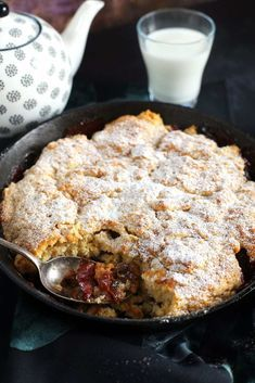 Igazi őszi süti: szilvás cobbler   Street Kitchen What To Cook, Sweet And Salty, Cobbler, Cake Cookies, Food And Drink, Sweets, Meat, Baking, Breakfast